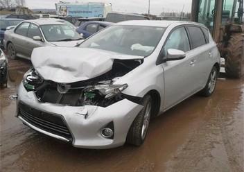 Podręczniki / Literatura / Przeglądy Toyota Auris II